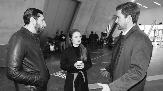 """LÜNEBURG, 06.02.2018 Dreharbeiten zu """"Verachtung"""", Roman von Jussi Adler- Olson mit Wanda Perlewitz und ??? Links Feres Feres"""